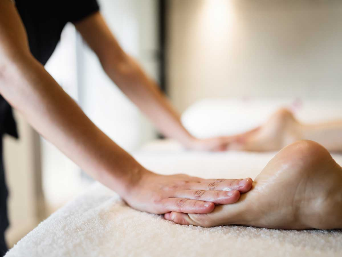 masseuse-masaging-feet-hand-massage-weymouth-dorchester